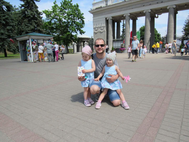 Илья с двойняшками